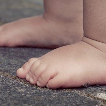 El pie plano en bebés o niños pequeños es normal